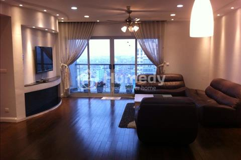 Cho thuê căn hộ chung cư Vinhomes 56 Nguyễn Chí Thanh 167m2, phòng khách rộng