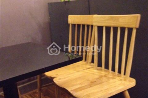 Sang mặt bằng kinh doanh đã sẵn bàn ghế, quầy pha chế, nguyên liệu, ly tách, tô chén, xoong nồi