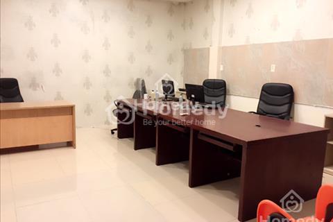 Văn phòng đủ nội thất bàn ghế, 5 - 6 triệu/tháng có thể làm việc qua đêm, còn 2 phòng