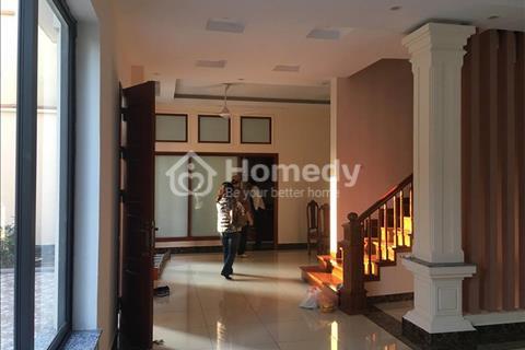Cho thuê biệt thự tại khu đô thị Việt Hưng, Long Biên 180m2, 35 triệu/tháng, 3 tầng, 1 tum