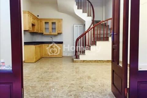 Cần bán nhà khu vực Hồ Tùng Mậu, diện tích 45 m2, 5 tầng, mặt tiền 4,5m, giá 4,35 tỷ