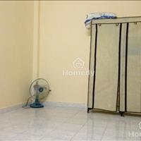 Cho thuê căn hộ đường Láng, 22m2, giá 2,2 triệu/tháng, giường, tủ, nóng lạnh