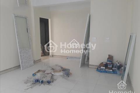 Nhượng lại phòng trọ Nguyễn Ngọc Vũ, Cầu Giấy, khép kín có nóng lạnh, kệ bếp, rộng 25m2