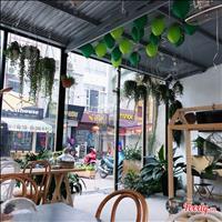 Cho thuê nhà mặt phố Trung Hòa, 80m2 x 4 tầng, mặt tiền 6,8m, giá 50 triệu/tháng, có thương lượng