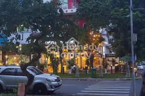 Bán nhà góc 2 mặt tiền đường Đặng Đại Độ, Phú Mỹ Hưng, 11mx18,5m, nhà 3 lầu, sân thượng, giá 62 tỷ