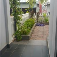 Nhà biệt thự mini, sân vườn, sân để xe hơi, 3 phòng ngủ