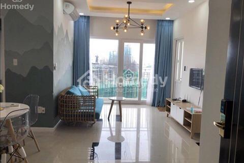 Cho thuê căn hộ Monarchy 2 phòng ngủ, căn hộ có sân vườn đẹp, giá 1000USD/tháng