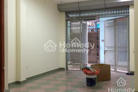 Nhà mặt tiền đường Phú Thuận, diện tích 4x20m, trệt, 2 lầu, 4 phòng ngủ, giá 25 triệu/tháng