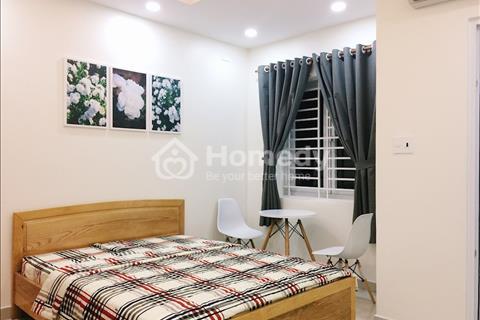Cho thuê căn hộ 50m2 giá 10 triệu/tháng có cửa sổ, thang máy tiện lợi đường Trần Hưng Đạo Quận 1
