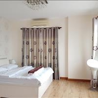 Cần bán căn hộ 3 phòng ngủ, 2 WC, giá rẻ tặng toàn bộ nội thất cao cấp, gần trung tâm Sài Gòn