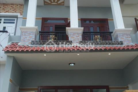 Bán nhà ở Bình Chánh SHR, mặt tiền đường lớn 10m, ngay UBND hưng Long, nhà 1 trệt 1 lầu, 4PN, 2WC