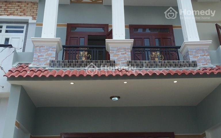 Bán nhà ở Bình Chánh sổ hồng riêng, mặt tiền đường lớn 10m, nhà 1 trệt 1 lầu, 4 phòng ngủ, 2wc