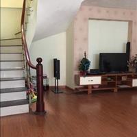 Do có nhu cầu chuyển sang chung cư ở cùng cả gia đình nên chúng tôi muốn bán căn nhà 4 tầng