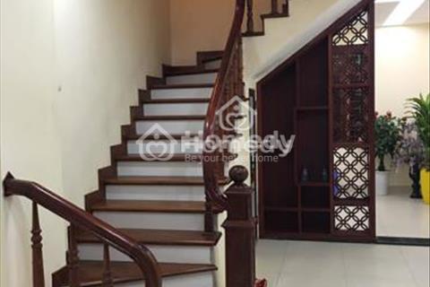 Cho thuê nhà riêng Kiều Mai, Bắc Từ Liêm, diện tích 54m2 x 4,5 tầng, ô tô tránh nhau