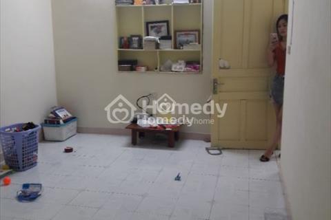 Cho thuê căn hộ tập thể tầng 4 phố Cảm Hội, Lò Đúc
