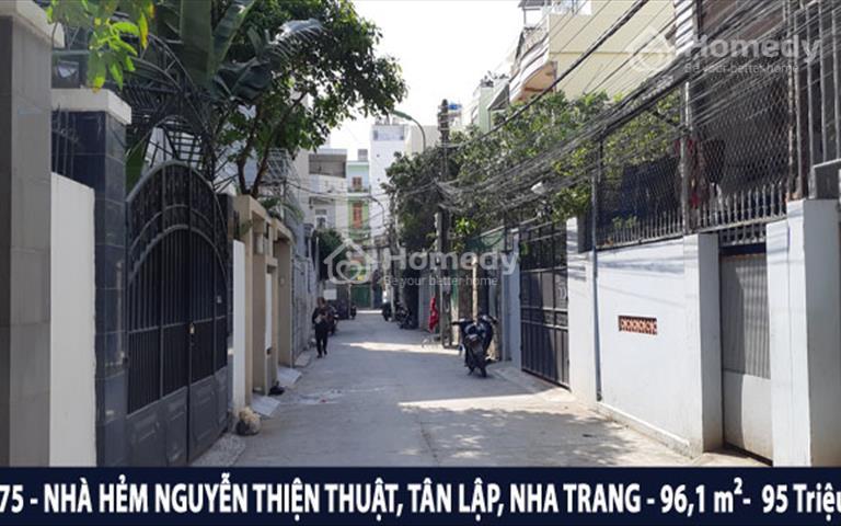 Bán gấp nhà khu phố Tây đường Nguyễn Thiện Thuật, phường Tân Lập, Nha Trang