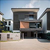 Cần bán căn biệt thự 5 sao, mặt đường Nguyễn Văn Tuôi, diện tích 135m2, sổ hồng riêng, giá 2,2 tỷ