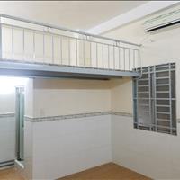 Phòng 20m2, 2,7 triệu/tháng, máy lạnh, WC riêng, có gác lửng, kệ bếp, ngay mặt tiền đường Tân Sơn