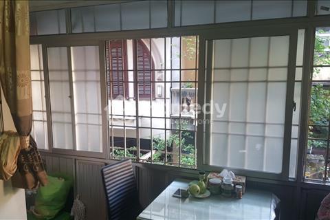 Bán căn hộ tập thể tầng 2 tại Đoàn Thị Điểm, ô tô đỗ trước nhà, hướng đông nam, giá 1.2 tỷ