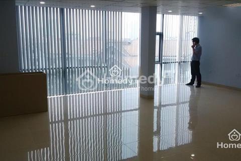 Cho thuê gấp văn phòng phố Nguyễn Hoàng giá rẻ sàn 30m2, giá 3,5 triệu, ban công ánh sáng, sàn gỗ