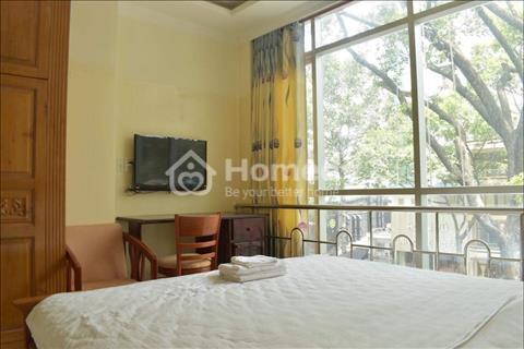Cho thuê căn hộ dịch vụ, 1 phòng ngủ rộng 50m2, view mặt tiền, Trần Hưng Đạo, Quận 1