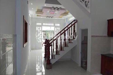 Bán nhà mặt tiền gần chợ, Bình Chánh, giá 950 triệu