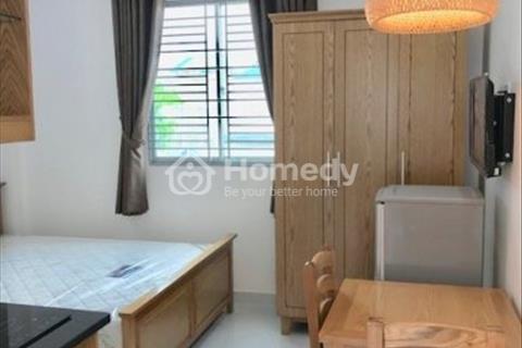 Căn hộ 1 phòng ngủ 40m2 thang máy, hầm xe Điện Biên Phủ ngay ngã tư Hàng Xanh