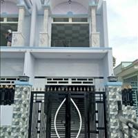 Bán gấp nhà mới xây ngay chợ Hưng Long, Bình Chánh, sổ hồng riêng