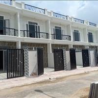 Bán nhà 1 lầu 3 phòng ngủ, gần chợ Hưng Long, Bình Chánh, sổ riêng