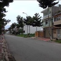 Cần bán gấp nhà mặt tiền gần trung tâm hành chính Bình Chánh, diện tích 5x20m, sổ hồng riêng