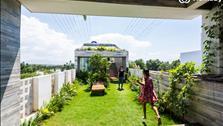 Đẹp ngỡ ngàng ngôi nhà có công viên mini trên sân thượng