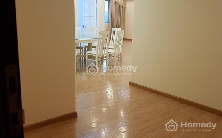 Bán căn hộ cao cấp khu Ciputra, 142m2, 4pn 2 VS, căn góc 3 mặt thoáng, balcon Đông nam, view bể bơi