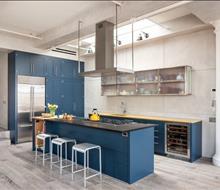 Tủ bếp gỗ gam màu xanh hiện đại