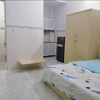 Căn phòng ban công rộng thoáng - full nội thất - khu nhà an ninh