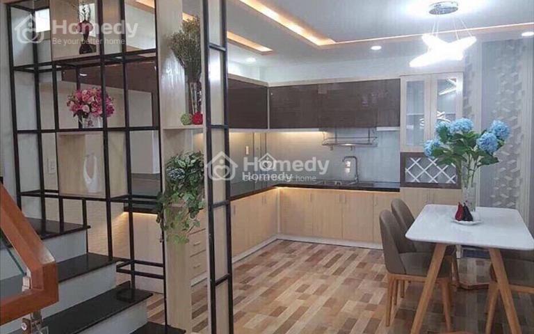 Cho thuê căn hộ tập thể tầng 1, gần mặt đường Liễu Giai