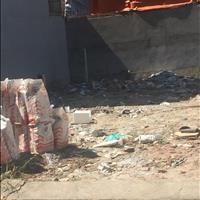 Ngân hàng ký gửi thanh lý lô đất thổ cư xen kẽ 2 nhà, mặt ngõ 20m Lê Lợi, Hóc Môn, 850 triệu, 90m2
