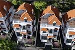 Khu dân cư được thiết kế theo kiến trúc Pháp, mang đến cho cư dân một không gian sống như dang sống trong giữa lòng thành phố Paris.