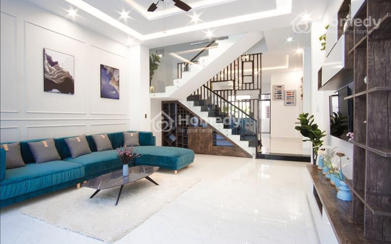 Bán căn nhà hiện đại full nội thất, kèm siêu xe ô tô Vinfast trị giá 1,2 tỷ