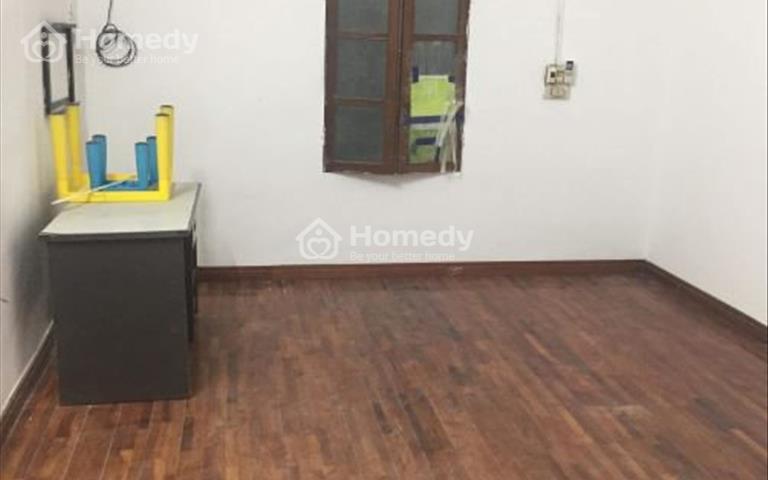Cho thuê nhà khu vực hồ Hoàng Cầu, sàn gỗ, ô tô đỗ cửa