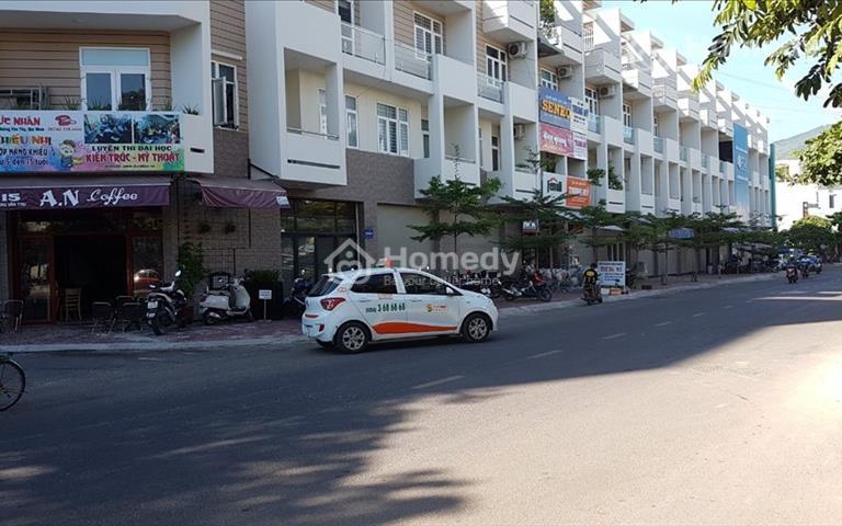 Cho thuê nhà nguyên căn mặt tiền Hoàng Văn Thụ, nhà liền kề chung cư Simona