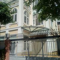Cho thuê biệt thự Mễ Trì Thượng, diện tích 230m2, thiết kế hiện đại, có bàn ghế làm việc
