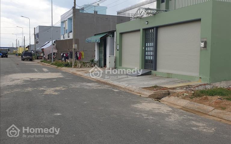 Đất Bình Chánh sát căn nhà biệt thự màu xanh lá, 2 nền 120m2 mua công chứng ngay trong ngày