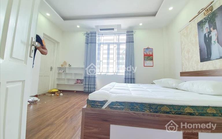 Cần tiền bán gấp nhà 5 tầng, mặt ngõ Tôn Thất Tùng, full đầy đủ nội thất với giá rẻ