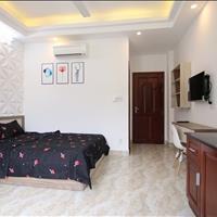 Căn hộ 32m2 kết cấu chữ L với bếp tách biệt phòng ngủ cực đẹp