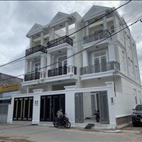 Cần tiền bán gấp căn nhà 2 lầu 71m2 giá 5,2 tỷ còn rất mới ngay ngã tư Bình Phước