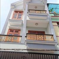 Chuyển công tác cần bán gấp nhà mới xây 3 tấm, ngay chợ, SHR, vào ở ngay, giá rẻ khu vực Bình Tân