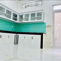 Cần bán gấp nhà mới xây 1 trệt 2 lầu sân thượng ngay góc Võ Văn Kiệt - Hồ Học Lãm SHR giá 2,3 tỷ