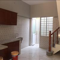 Nhà mới xây ngay chợ Bình Chánh cần bán gấp, nhà có sổ hồng riêng, 30m2, 3x10m