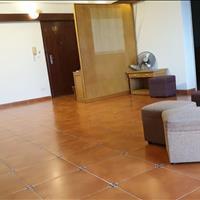 Bán căn hộ tầng 14 chung cư 15-17 Ngọc Khánh ở luôn tầng đẹp 136m2, 4 phòng ngủ giá 38 triệu/m2