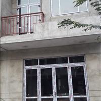 Bán nhà 1 trệt 1 lầu liền kề Dĩ An DT743C - đất 70m2, sàn 132m2 - Sổ hồng sang tên ngay